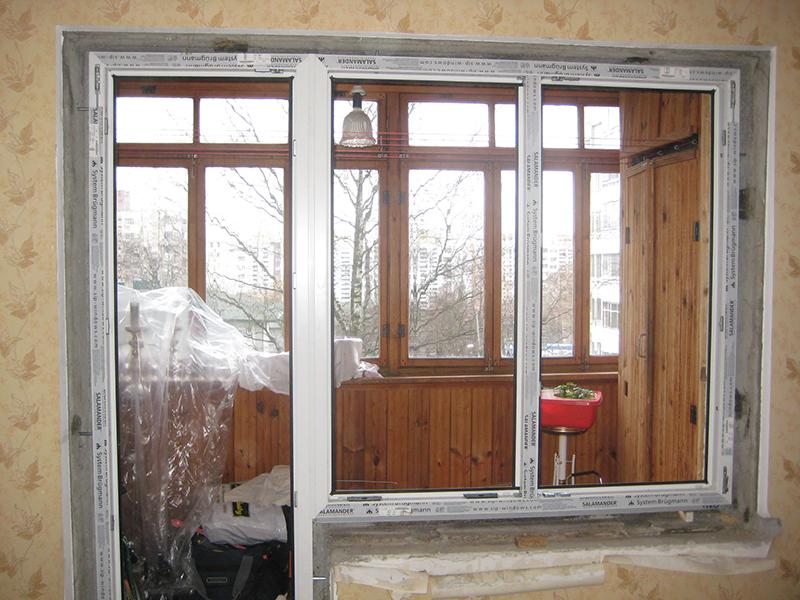 Пластиковые распашные балконные двери в хрущевку..